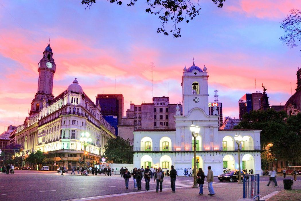 buenos-aires-at-night-1050x700